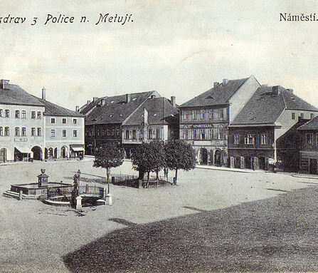 Polické náměstí, Pellyho domy / Police nad Metují